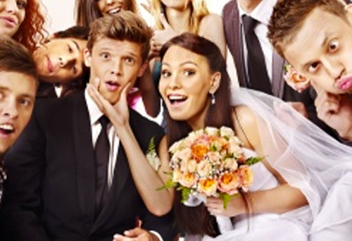 photo-booth-group-bride