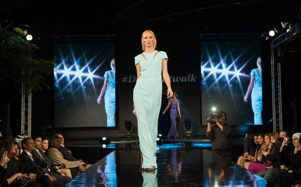 fashion-show-1746590_1920